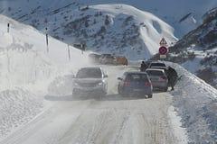 Antreiben in Schnee-Sturm Stockbild