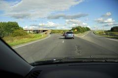 Antreiben zur Autobahnverzweigung stockfotos