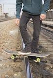 Antrieb auf einem Skateboard lizenzfreies stockfoto