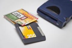 Antrieb Iomega-Reißverschluss250, Scheibe und Juwel-Kasten lizenzfreie stockfotos