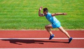 Antrieb zum sich zu bewegen Das Leben stoppen nicht Bewegung Hintergrund des grünen Grases des Athletenlaufstadions Sportliche Fo lizenzfreie stockbilder