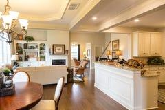 Antro e sala de jantar da cozinha na casa nova Foto de Stock