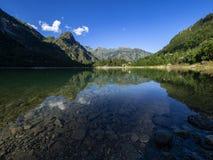 Antrona谷的高山湖 免版税库存图片