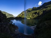 Antrona谷的高山湖 免版税库存照片