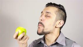 Antropófago farpado novo uma maçã vídeos de arquivo