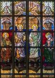 Antuérpia - Windowpane do apóstolo Peter e Paul da catedral de nossa senhora imagem de stock
