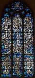 Antuérpia - windowpane moderno da coroação da Virgem Maria na igreja de Willibrordus de Saint imagens de stock