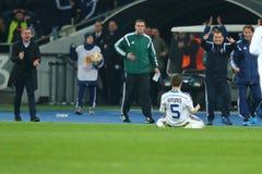 Antunes viert genoteerd doel met Raul ruiz Riancho terwijl Serhiy Rebrov zijn hoofd op de achtergrond, de Liga Rou van UEFA Europ Stock Foto