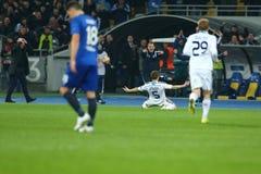 Antunes viert genoteerd doel met Raul ruiz Riancho terwijl Serhiy Rebrov zijn hoofd op de achtergrond, de Liga Rou van UEFA Europ Royalty-vrije Stock Fotografie