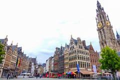 Antwerp Belgien-Juni 13, 2016: Härliga historiska byggnader i Antwerp Arkivbilder
