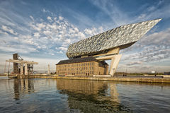 Antwerp Belgien - Oktober 2016: Det nya porthuset i Antwerp r Arkivbild