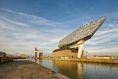Antwerp Belgien - Oktober 2016: Det nya porthuset i Antwerp r Arkivfoton