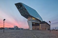 Antwerp Belgien - Oktober 2016: Det nya porthuset i Antwerp r Royaltyfria Bilder