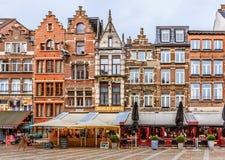 Antwerp cityscape med traditionella tegelstenhus Fotografering för Bildbyråer