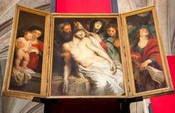 Antwerp - klagovisan av den barocka målaren Peter Paul Rubens i domkyrkan av vår dam Royaltyfria Bilder
