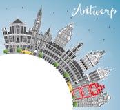 Antwerp linia horyzontu z Szarą budynków, niebieskiego nieba i kopii przestrzenią, Obrazy Stock