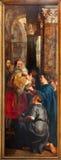Antwerp - presentationen av Jesus i tempel som delen av att lyfta av den arga triptyken från år 1609 - 1610 av Rubens i katten Arkivfoto