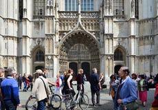 Antwerpen, België - Mei 10, 2015: De Kathedraal van het toeristenbezoek van Onze Dame in Antwerpen Stock Afbeeldingen
