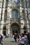 Antwerpen, België - Mei 10, 2015: De Kathedraal van het toeristenbezoek van Onze Dame in Antwerpen, België Stock Afbeelding