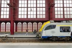 Antwerpen, België - Mei 11, 2015: Mensen in de Centrale post van Antwerpen Stock Afbeeldingen