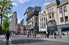 Antwerpen, België - Mei 10, 2015: Toerist op Meir, de belangrijkste het winkelen straat van Antwerpen Royalty-vrije Stock Afbeeldingen