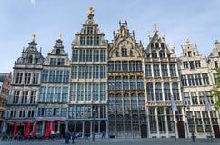 Antwerpen, België - Mei 10, 2015: Toeristenbezoek Grand Place in Antwerpen, België Stock Afbeelding