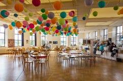 Antwerpen, Belgien - 11. Mai 2015: Familienbesuch Hetpaleis in Steen Castle (Het Steen) antwerpen Lizenzfreie Stockbilder