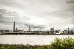 Antwerpen-Skyline mit dem schelde Fluss Stockfotos