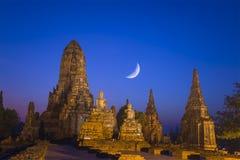 Antyczna świątynia przy nocy sceną fotografia royalty free