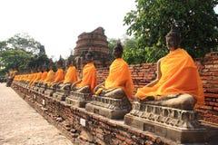 Antyczna Buddha statua przy Watem Yai Chaimongkol Fotografia Royalty Free