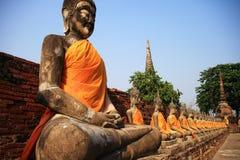 Antyczna Buddha statua przy Watem Yai Chaimongkol Zdjęcia Stock