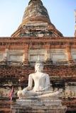 Antyczna Buddha statua przy Watem Yai Chaimongkol Zdjęcie Royalty Free