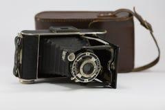 Antyczna falcowanie kamera z Bellows i Brown skóry skrzynką Zdjęcie Stock
