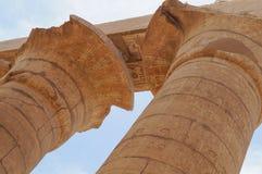 Antyczna hieroglifu Karnak świątyni kolumna Fotografia Stock
