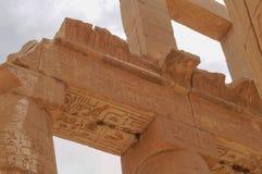 Antyczna hieroglifu Karnak świątyni kolumna Zdjęcia Stock