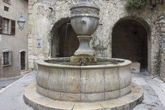 Antyczna historyczna fontanna w Saint Paul De Vence, Francja zdjęcie stock