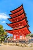 Antyczna Japońska drewniana świątynia z niebieskim niebem Obraz Stock