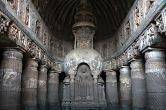 Antyczna kamienna stupa w Ajanta zawala się, India Obraz Stock