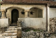 Antyczna kaplica w Otrębiastym kasztelu, Rumunia Antyczny dom wampir Dracula obraz stock