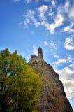 Antyczna kaplicy saint michel De Aiguilhe pozycja przy bardzo stromym powulkanicznym igielnym Le Puy En Velay, Francja Obrazy Stock