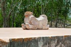 Antyczna Majska statua kt?ra symbolizuje jaguara z dwa g?owami, zdjęcie stock