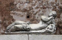 Antyczna marmurowa fontanna w Urbino Obraz Stock