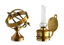 Antyczna mosiężna astrolabium i nafty lampa Fotografia Royalty Free