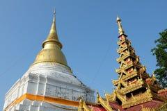 Antyczna pagoda przy Wata Phra Kaew Don Tao świątynią Fotografia Royalty Free
