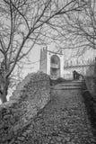 Antyczna średniowieczna droga która prowadzi od wioski Soave Zdjęcie Royalty Free