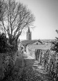 Antyczna średniowieczna droga która prowadzi od wioski Soave th Zdjęcia Royalty Free