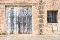 Antyczna stara popielata drewniana brama Obrazy Royalty Free