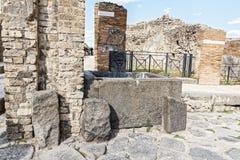 Antyczna wodna synklina w ulicach Pompeii Obrazy Stock