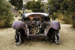 Antyczna Zaniechana modela T furgonetka przy Joshua drzewem zdjęcie royalty free