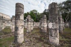 Antyczne kolumny w Chichen Itza, Meksyk zdjęcie royalty free